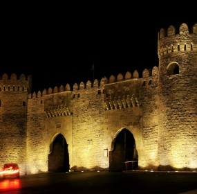 1.old-town-gate-in-baku-azerbaijan-by-night-