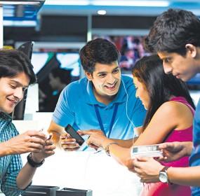 indians on smartphones